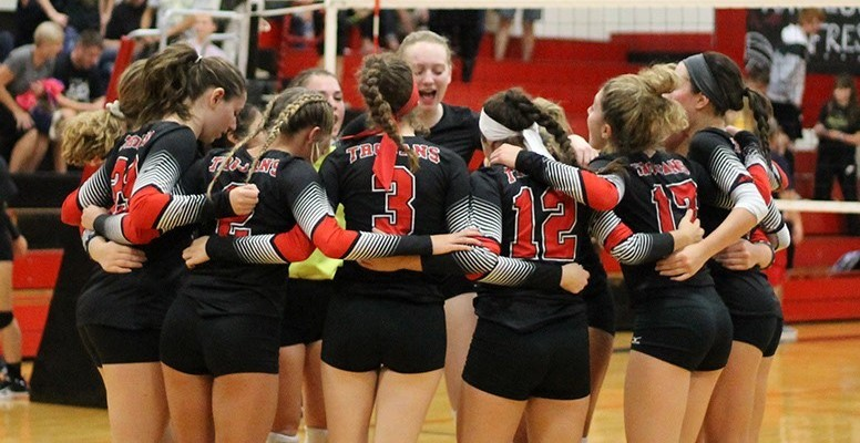Volleyball celebrates IVC North title